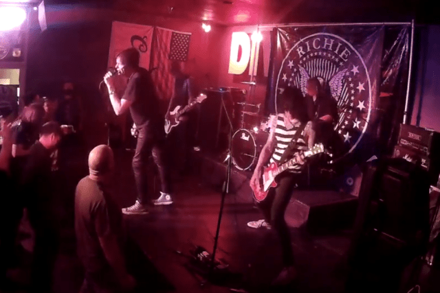 Richie Ramone on vocals, Clare Misstake on Bass, Ben Wah on Drums, Ronnie Simmons on Guitar