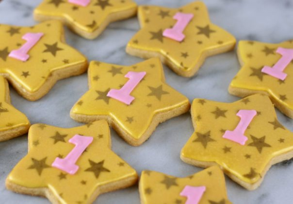 Stenciled Star Sugar Cookies | Lil Miss Cakes