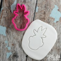 summer pineapple cutter | Lil Miss Cakes