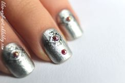 https://liloonailart.wordpress.com/2012/11/02/revlon-148-silver-dollar-et-sa-deco/