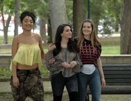 Kat Edison, Jane Sloan et Sutton Brady shooting pour The Bold Type