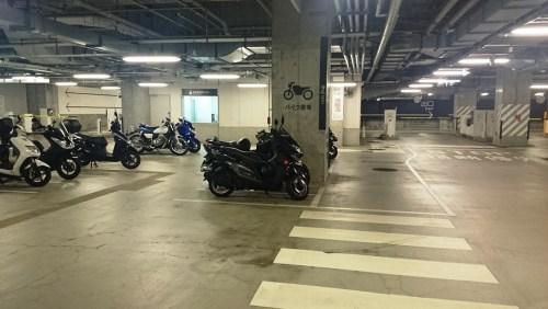 リリーのライダーズカフェ 大阪 梅田 駐輪場 グランフロント