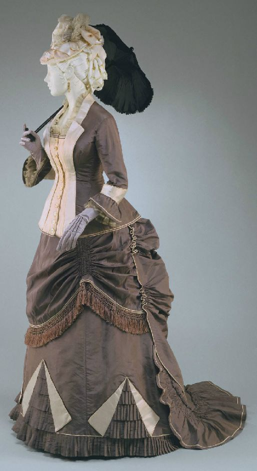 This  is an American day dress from 1876 that in combination with the previous images, illustrates the basic bustle profile from the early to mid- 1870s.  Here you can see the look becoming more refined.