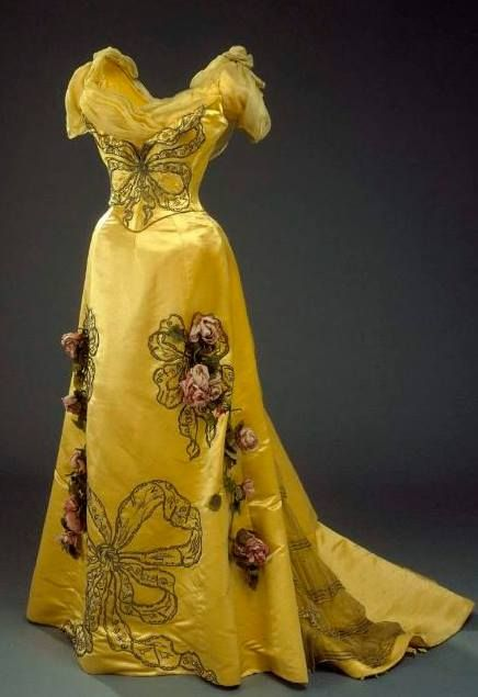 Evening Dress, c. 1900, designed by Worth and worn by Queen Alexandrine of Denmark.