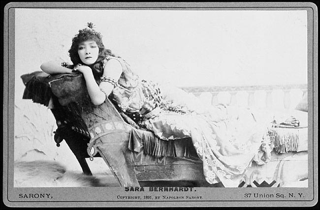 Sarah_Bernhardt_as_Cleopatra_1891
