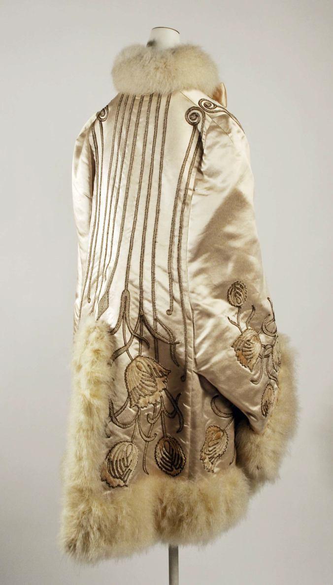 Pingat Opera Cloak2