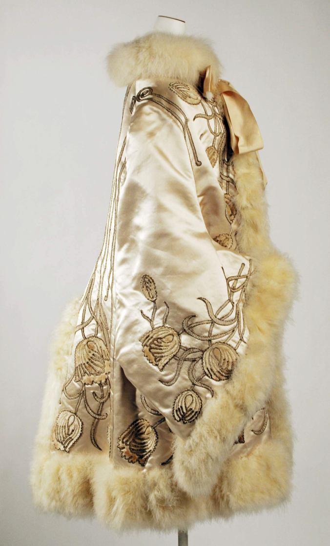 Pingat Opera Cloak3