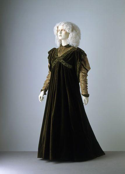 Aesthetic Dress Movement