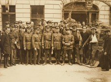 National Army troops outside Cruise's Hotel, Limerick (July 1922) - Hogan Collection