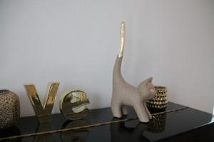 goldene Katze auf Klavier 3
