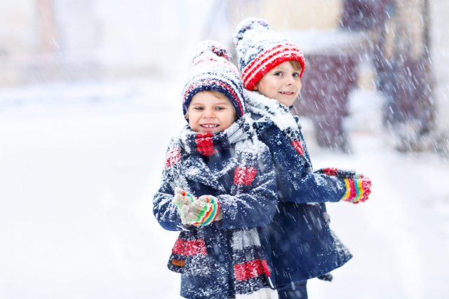 children playing in cold weather. Does it make them sic?