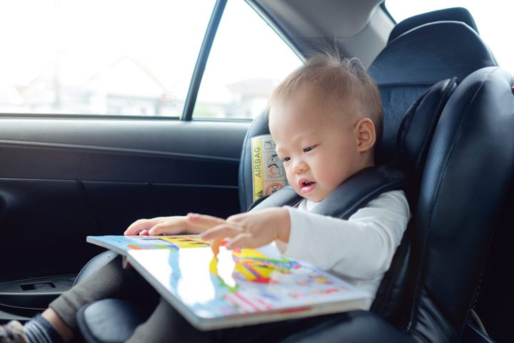 Travel activities for toddlers playing in car