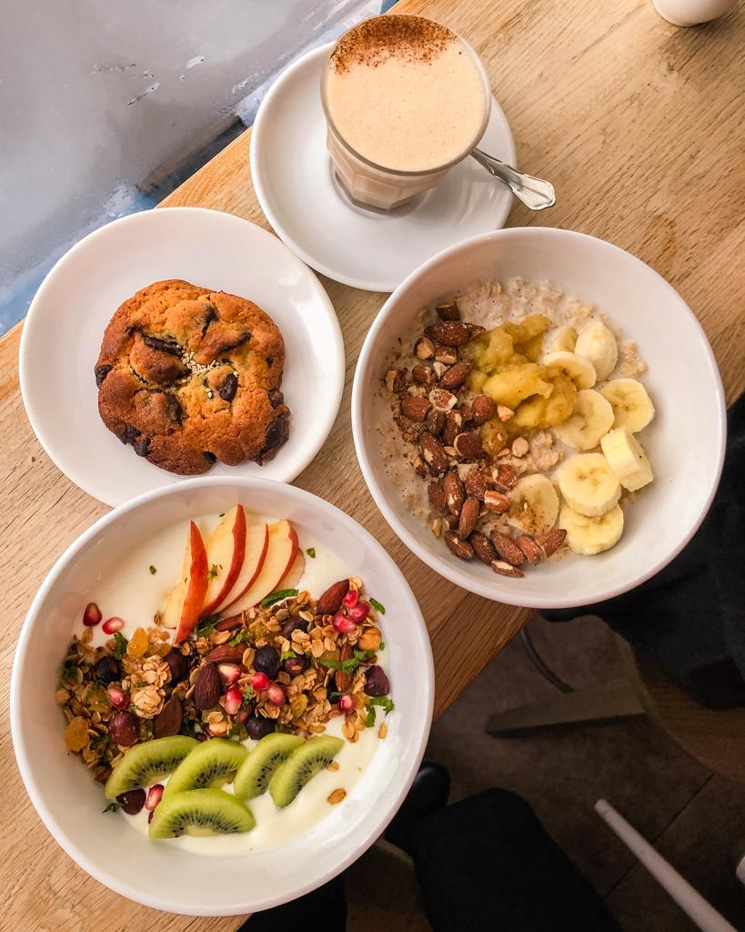 Breakfast in Café Oberkampf, Paris