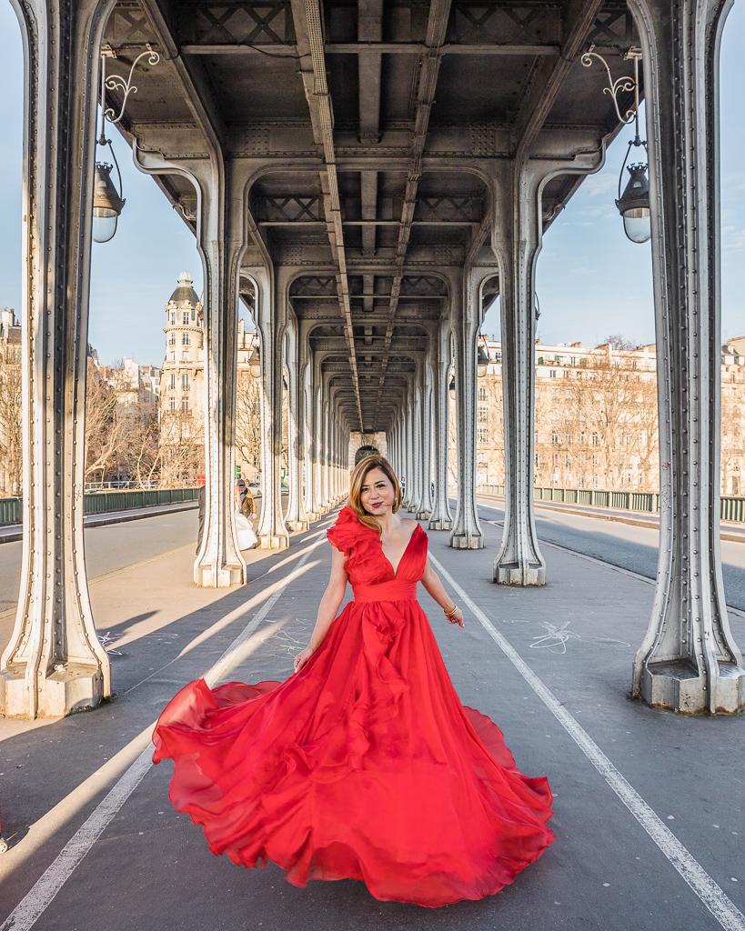 Photoshoot in the Bridge of Bir Hakeim - Paris