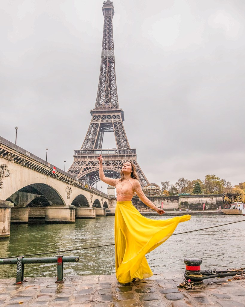 Photoshoot with the Eiffel Tower, under Iena Bridge - Paris