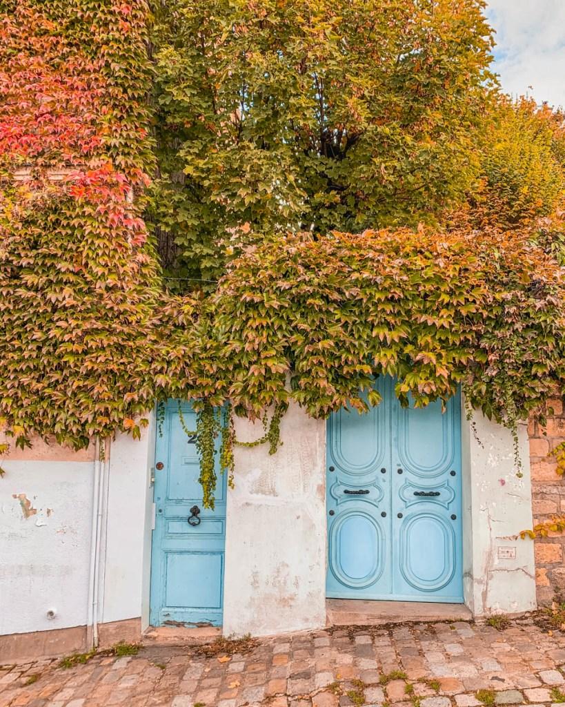 The Blue Door House in Montmartre - Paris