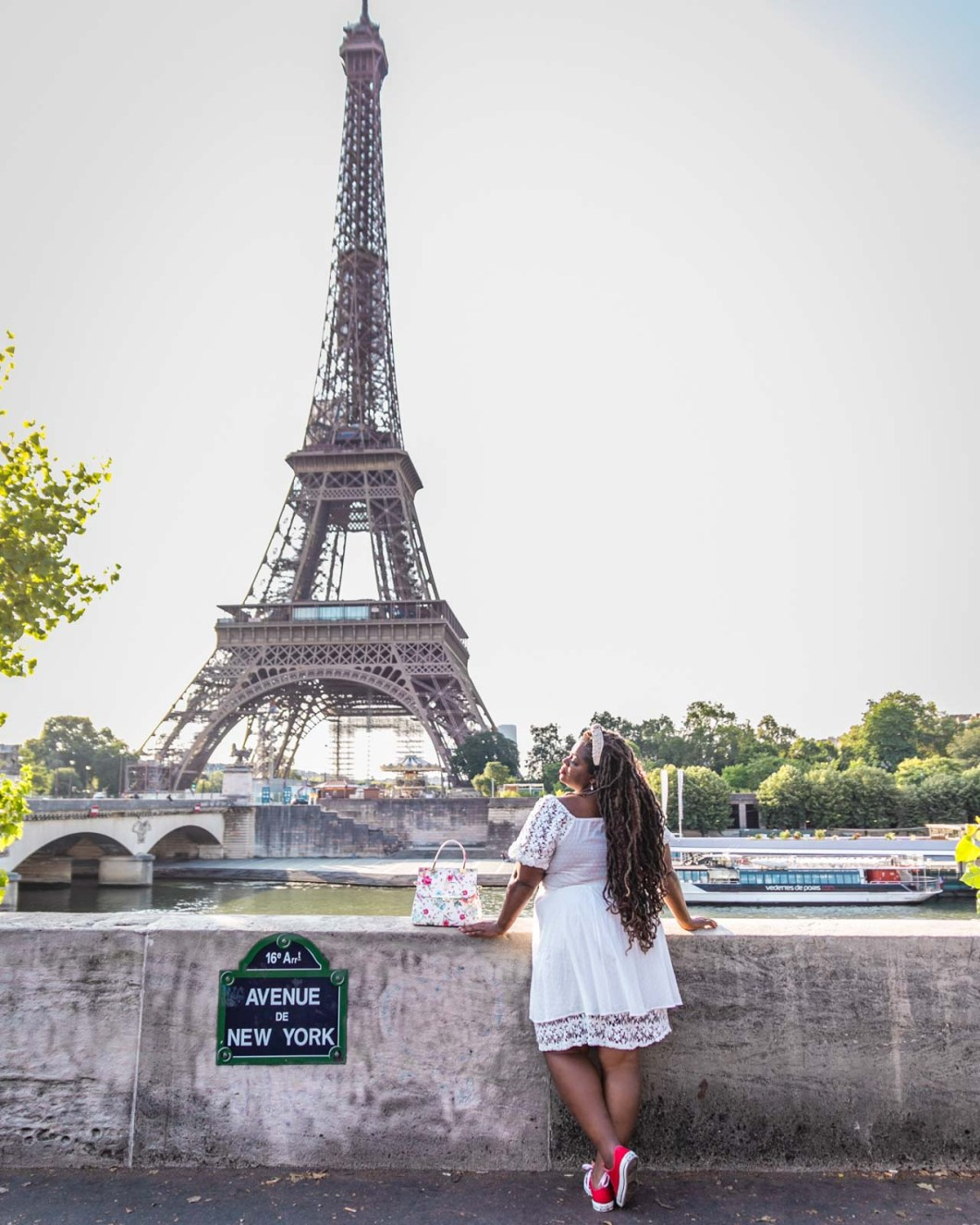 Photoshoot in Avenue de New York with the Eiffel Tower