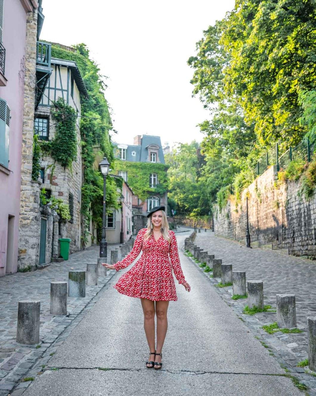 Photoshoot in Rue de l'Abreuvoir in Montmartre