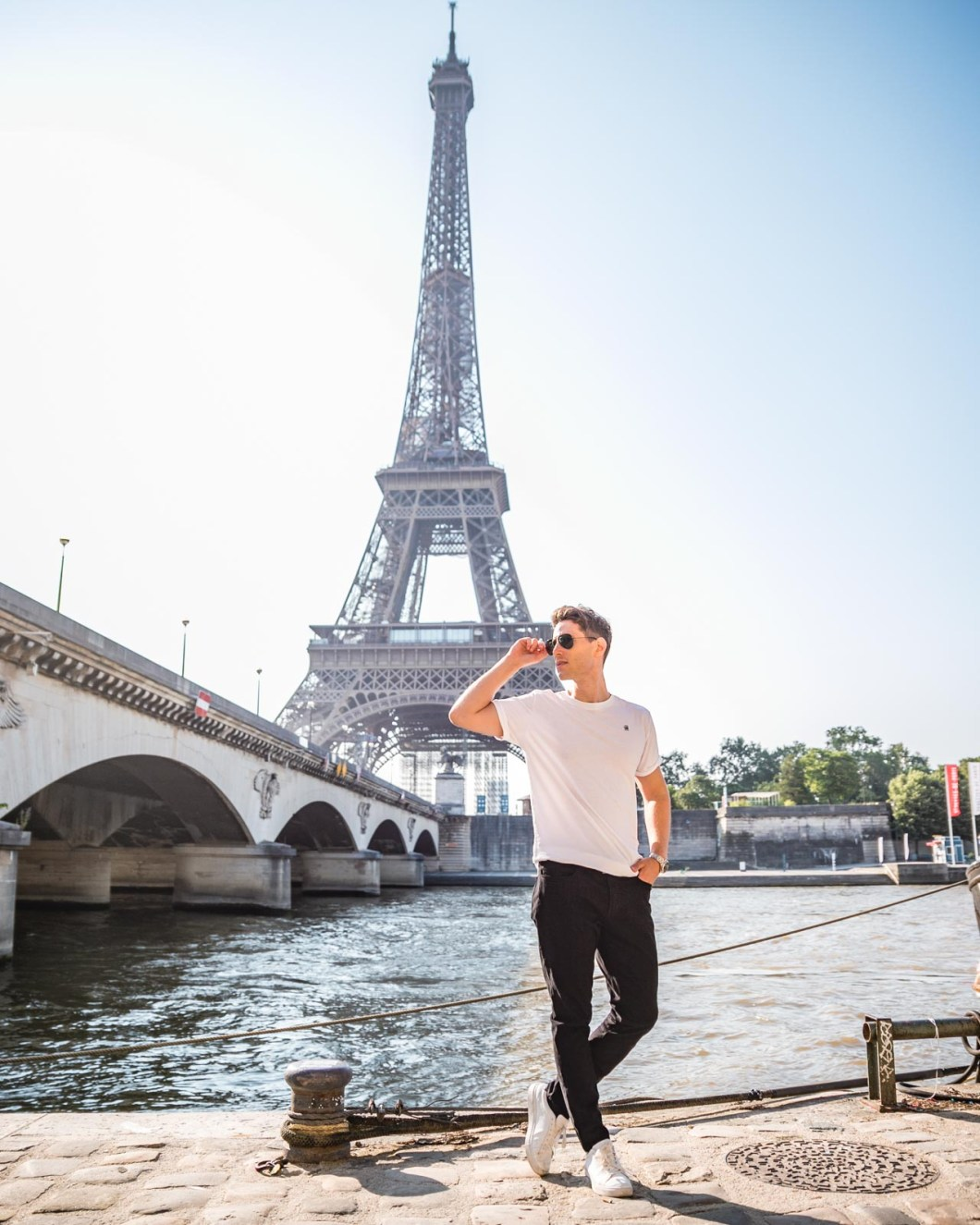 Photoshoot at Pont d'Iena with the Eiffel Tower