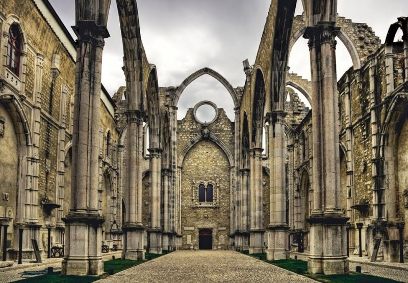 1 197808 457822744302452 311873129 n iGREJA DO cARMO FB 5.01.2014 800x556 - 3 days in Lisbon: the main attractions