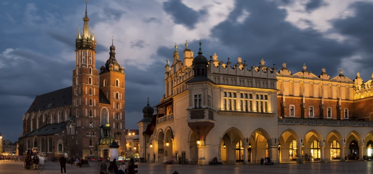 starui krakow - THE ULTIMATE GUIDE TO TRAVEL TO POLAND ON A BUDGET; PART 1 - KRAKOW
