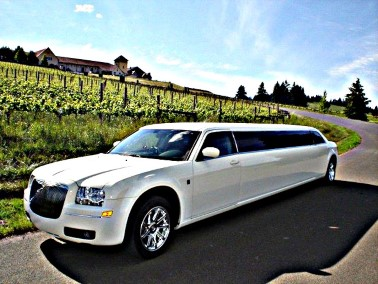 Picture of Limo of CT white Chrysler stretch limo