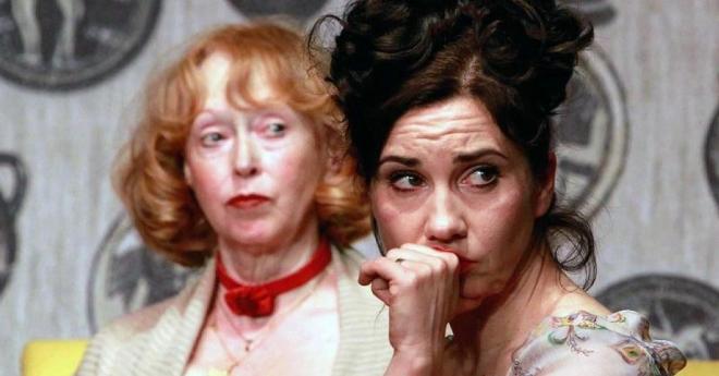 Theater-Kathrin-Angerer-r-in-der-Titelrolle-des-Stuecks-Die-Marquise-von-O