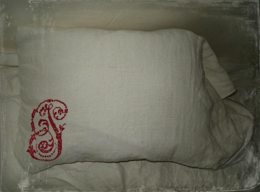 https://uncottageenfrance.com/2014/02/16/des-draps-de-lin-partout-linen-sheets-everywhere