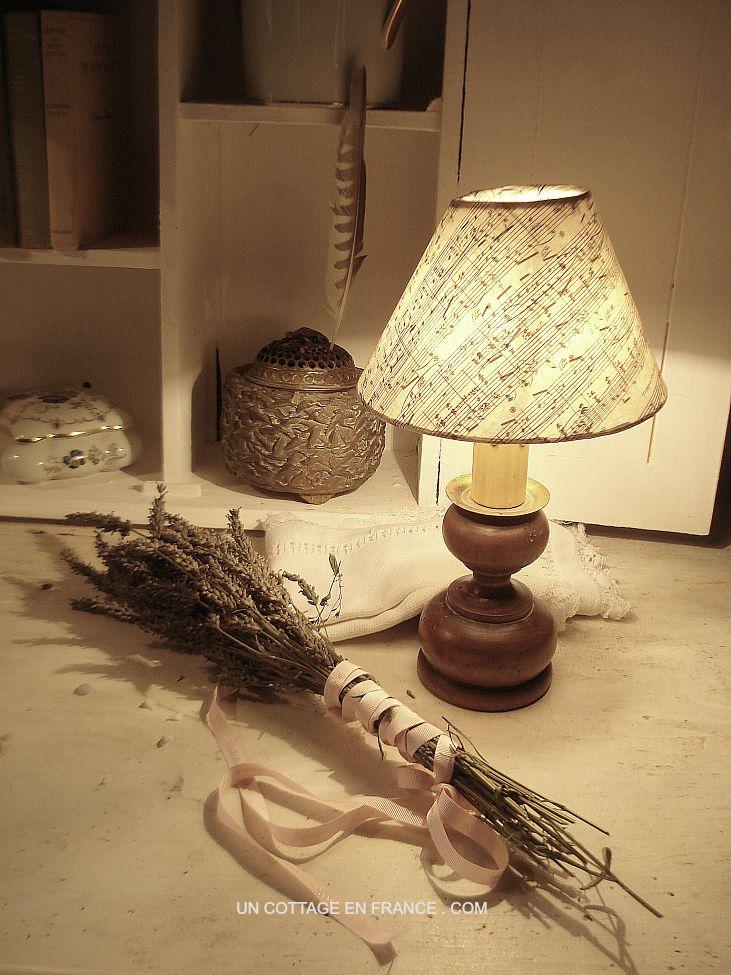 lampe shabby chic abat jour papier partition esprit de charme