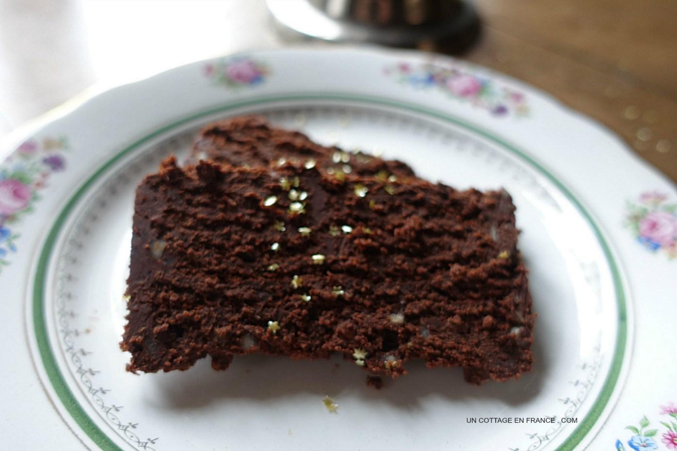 Gâteau au chocolat (A French chocolate log cake)