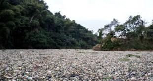 Citarum: no rio mais poluído do mundo são despejadas 20 mil de toneladas de lixo por dia