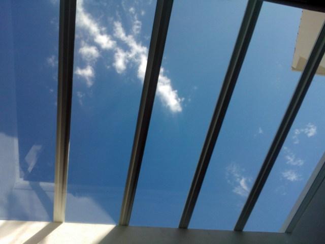 Limpieza profesional de techos de cristal en Madrid, España