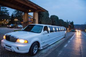 Iznajmljivanje limuzine za Maturu - Apsolventsko veče