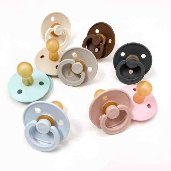 Kolekce dudlíků Bibs - kulatý dudlík z přírodního kaučuku v několika moderních barvách