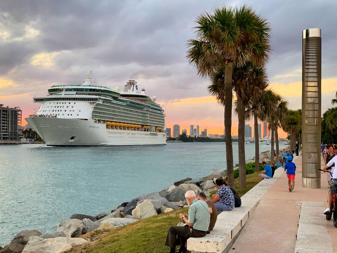 Lincoln Road - Shop, Dine, Enjoy - Miami Beach