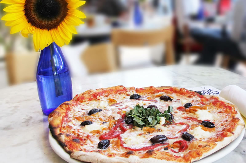 A Daily Deal: Beat the Clock at Spris for Great Pizza.