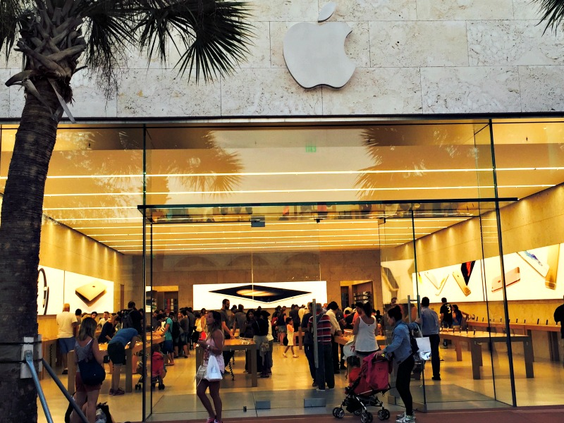 Need a New IPhone? – Visit the Apple Store on Lincoln Road