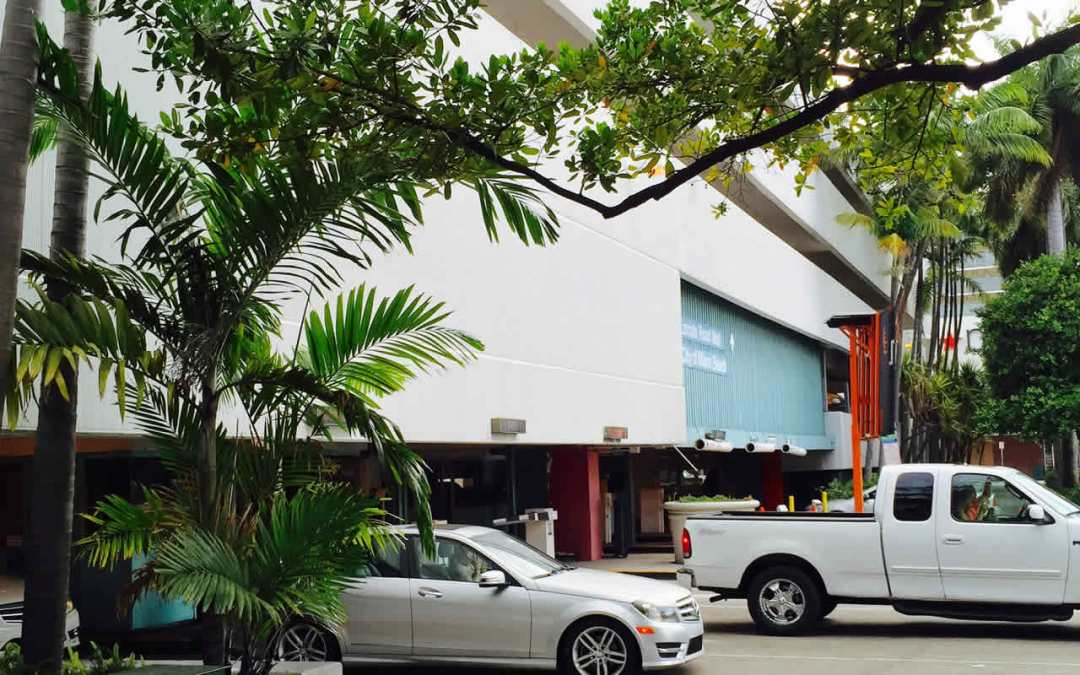 PARK HERE?  3 GARAGES CLOSE TO LINCOLN ROAD