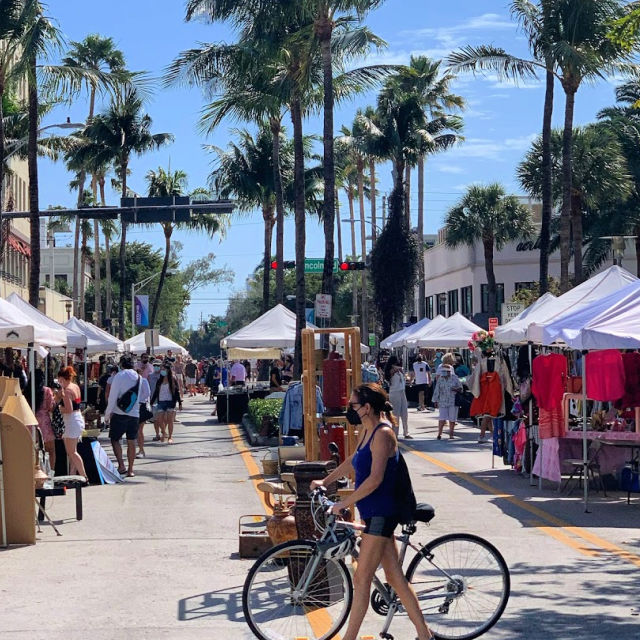Visitors strolling the Lincoln Road Antique market