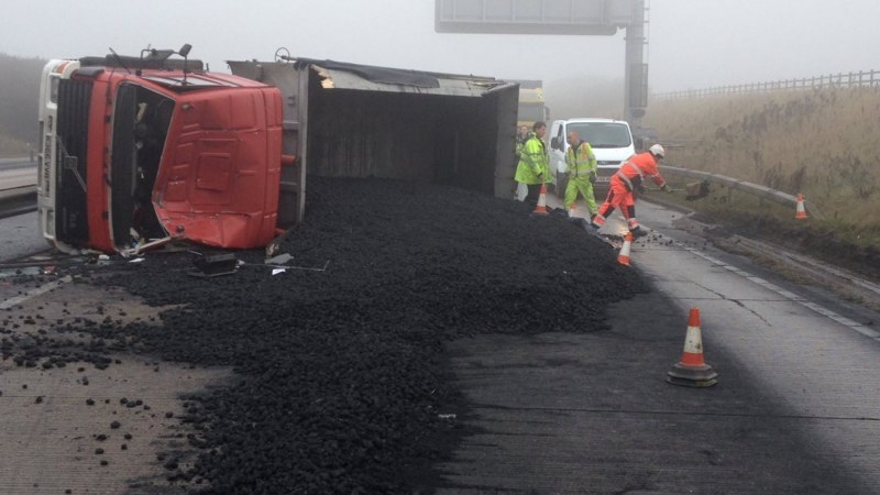 overturned_lorry_a180_crash