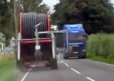Scary! Wide load causes drivers to swerve