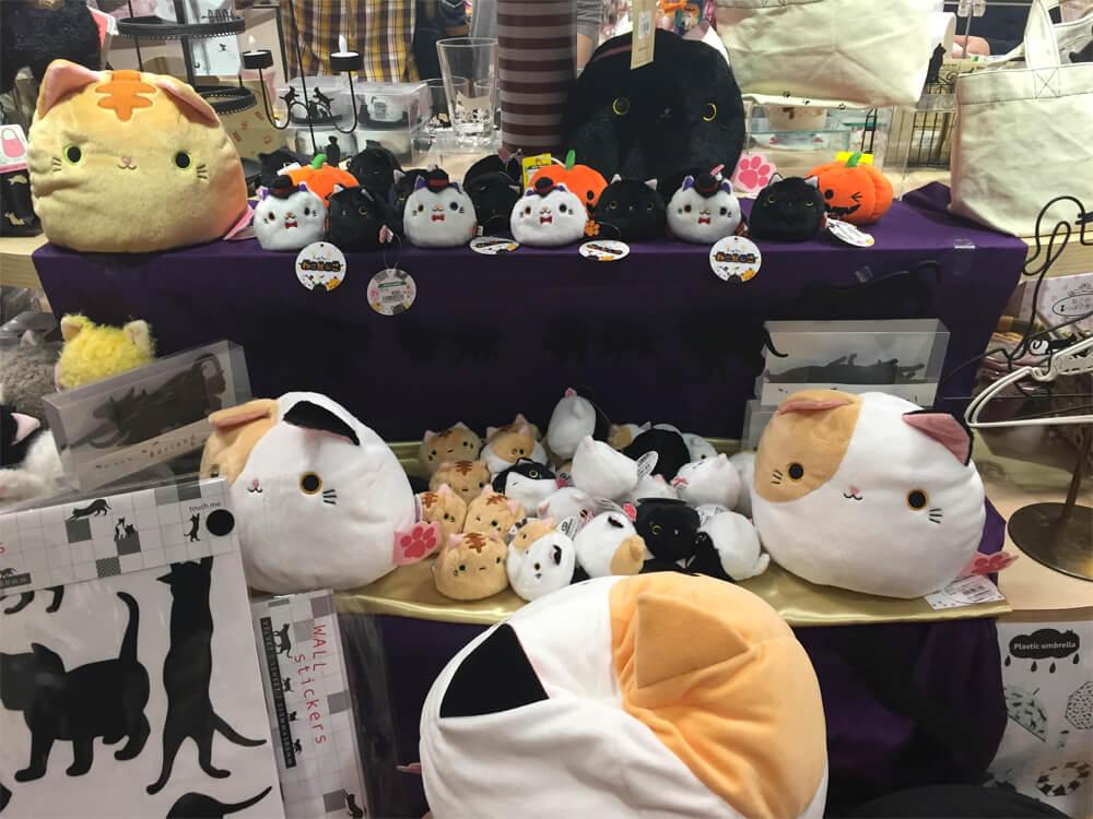Nekobukuro Cat's House - Japan Cat Cafe Guide - Tokyo