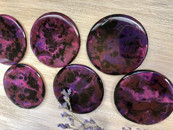 sous verres violet rose et noir