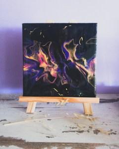Tableau abstrait technique fluide noir rose violet et doré