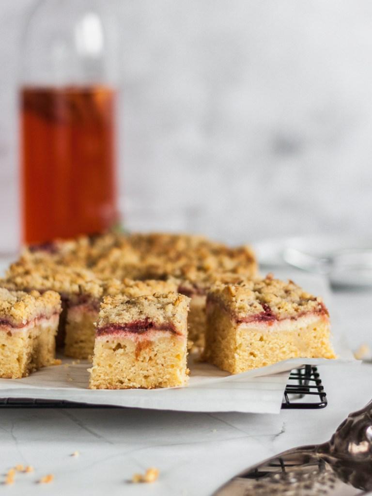 Erdbeer Rhabarber Cheesecake Bars