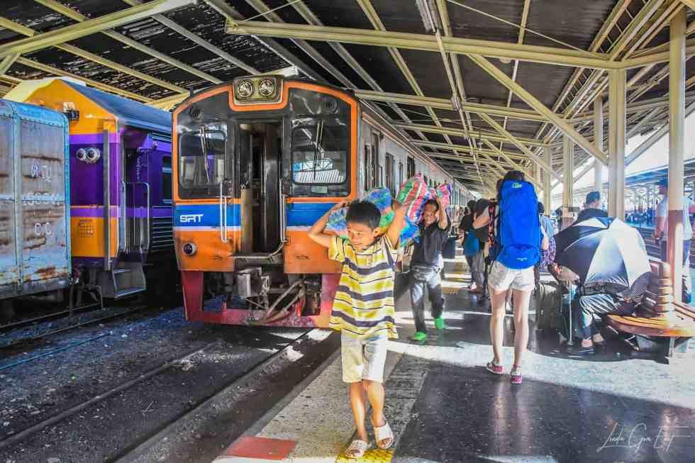 Day Trip Guide - Train From Bangkok to Ayutthaya | Linda