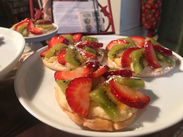 Mini Strawberry And Kiwi Summer Fruit Pizzas (49)
