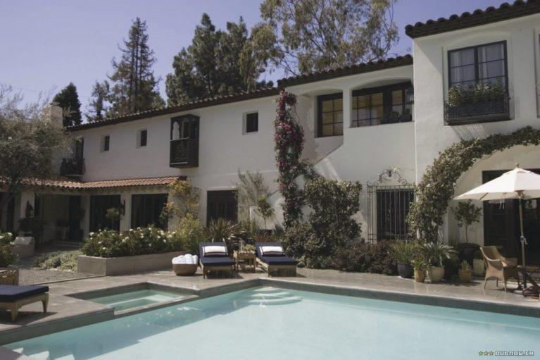 The Holiday LA House pool area Cameron Diaz Kate Winslet