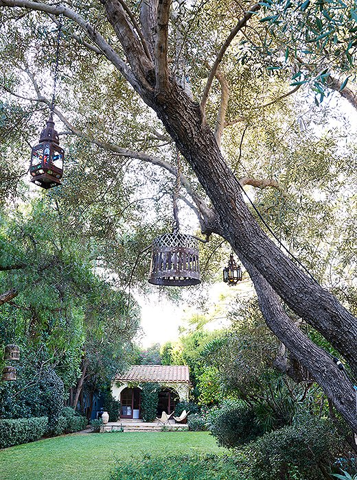 Home Again Movie back yard tree hanging lanterns guest house