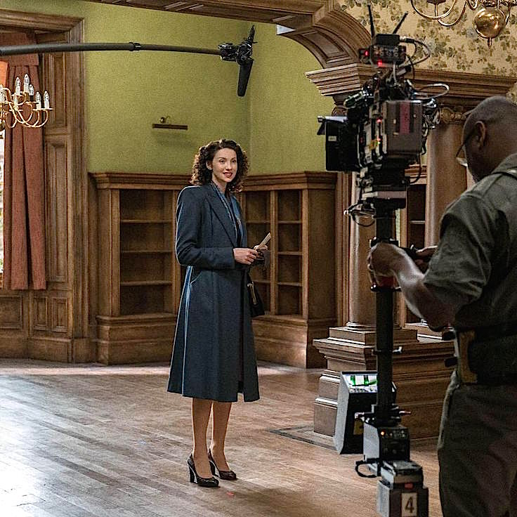 Outlander Boston apartment, Claire, Caitroina Balfe, in empty house